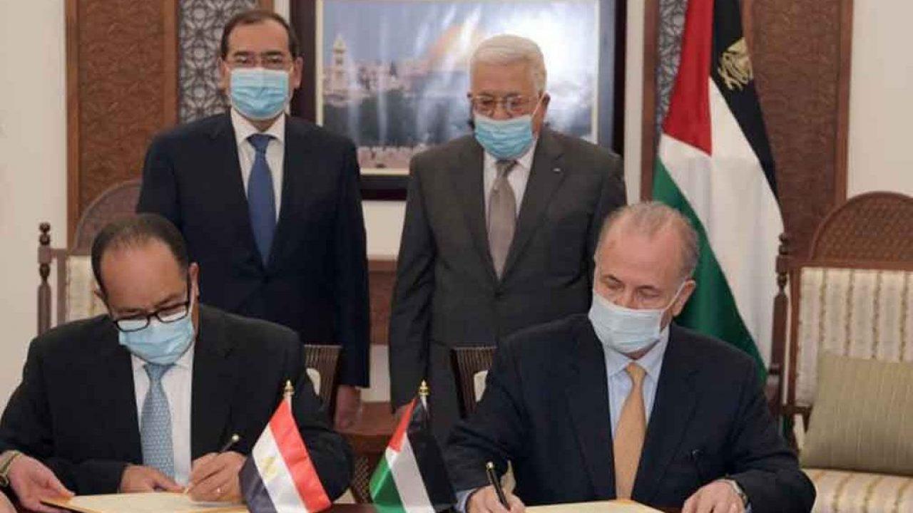 مصطفى والملا يوقعان مذكرة التفاهم برعاية الرئيس.