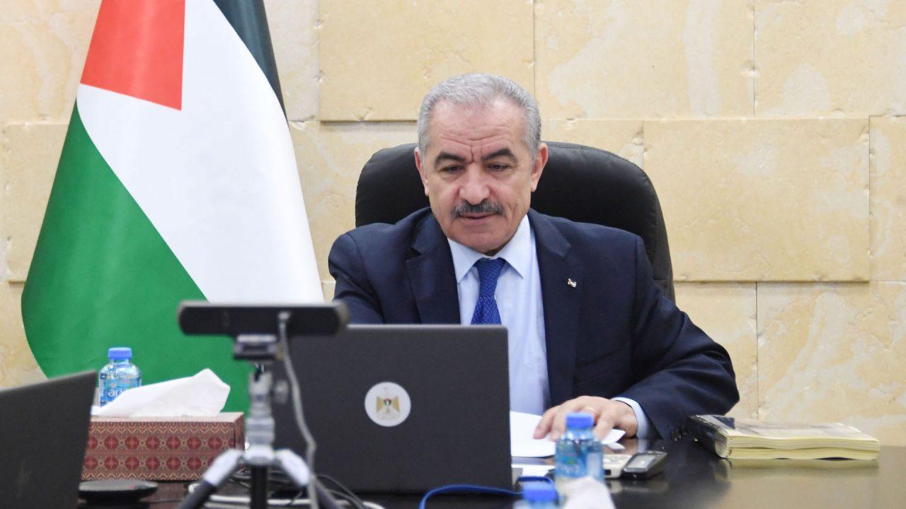رئيس الوزراء الفلسطيني د. محمد اشتية خلال جلسة مجلس الوزراء رقم 102
