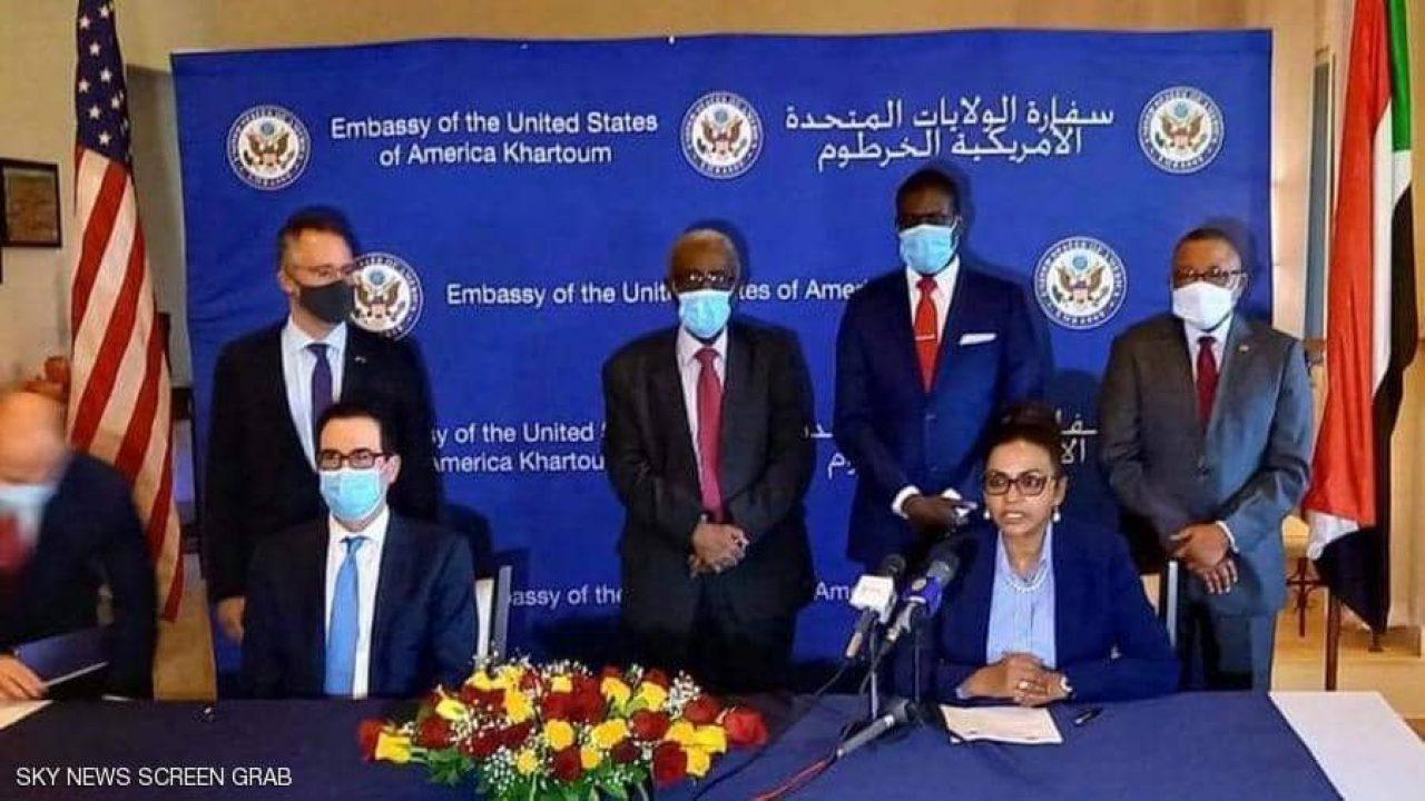 جانب من توقيع الإعلان في العاصمة السودانية الخرطوم