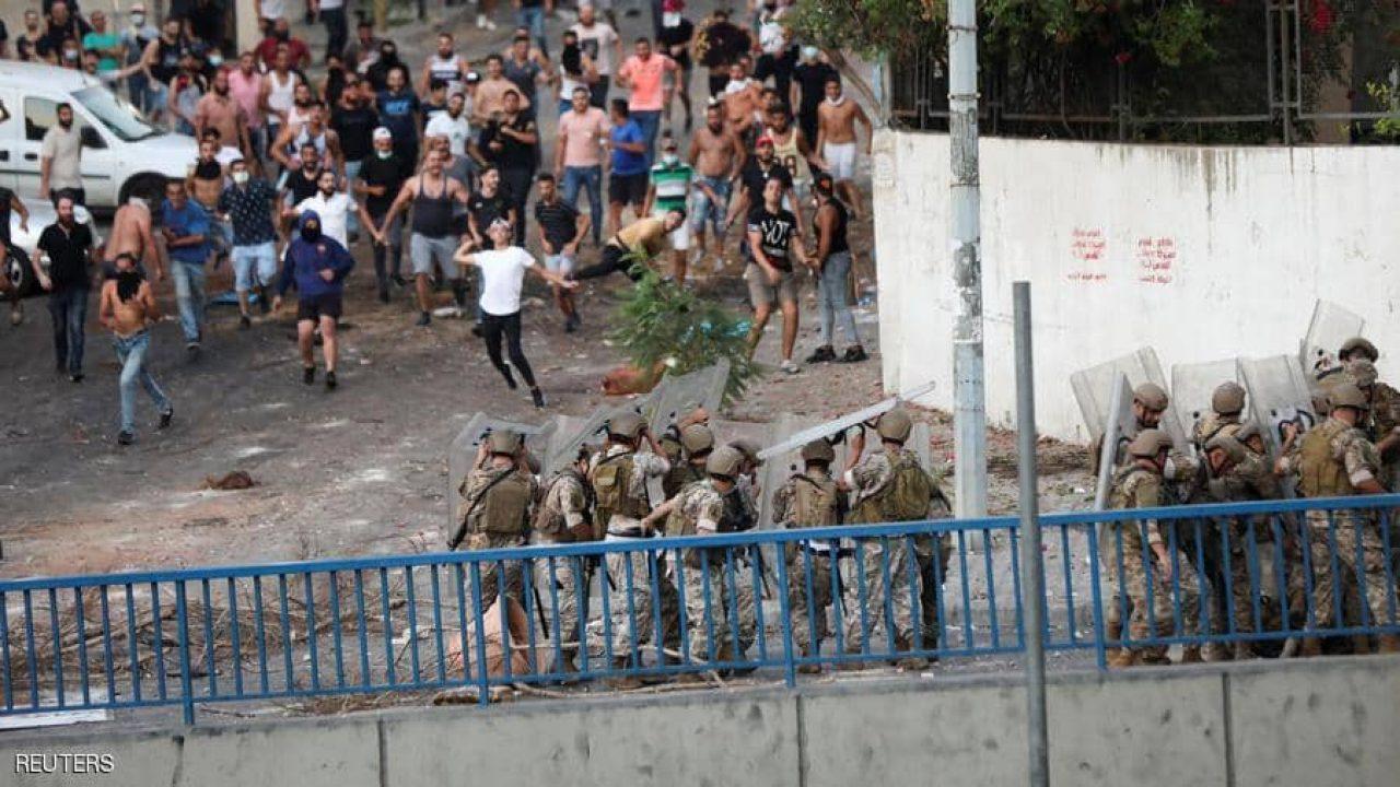 اندلعت احتجاجات في مناطق عدة في لبنان بعيد استقالة الحريري