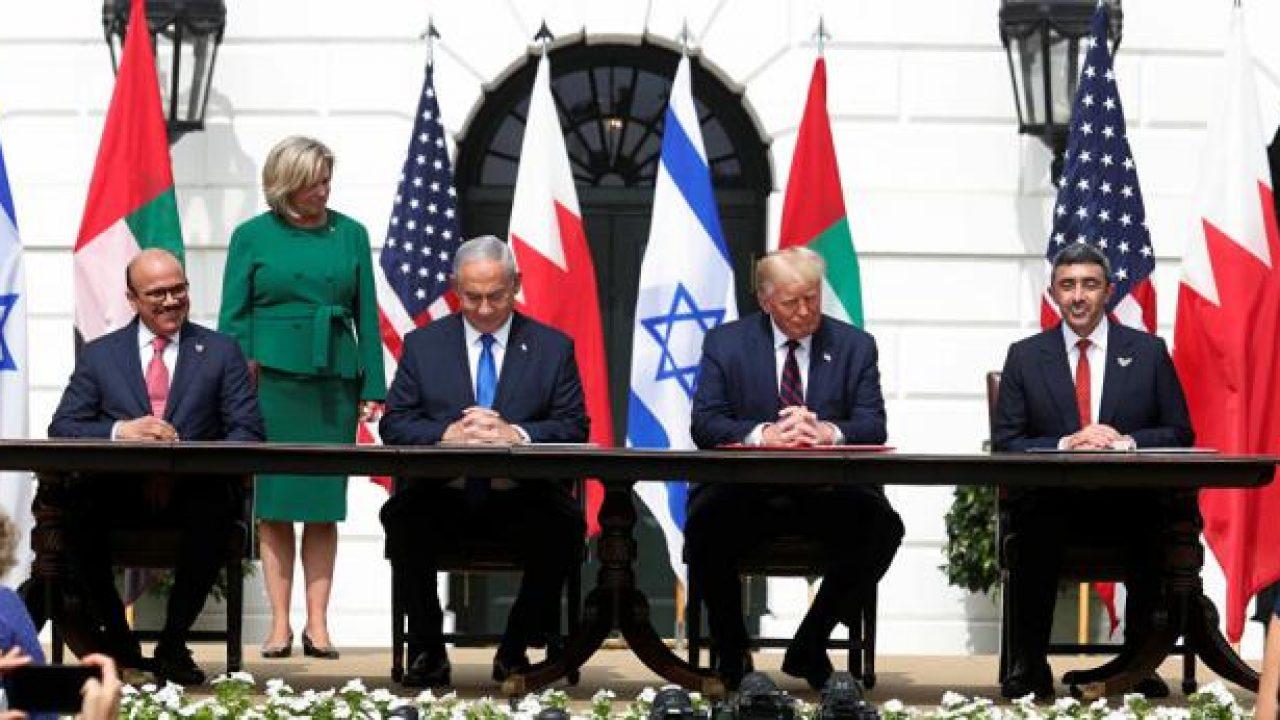 لحظة توقيع اتفاق التطبيع بين اسرائيل والامارات والبحرين في واشنطن