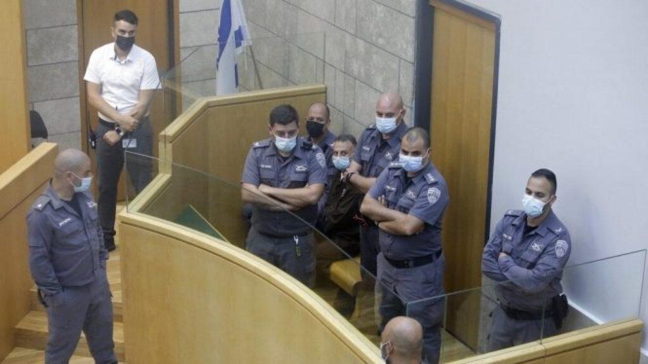 أحد الأسرى في محكمة الصلح بمدينة الناصرة، السبت (أ ب)