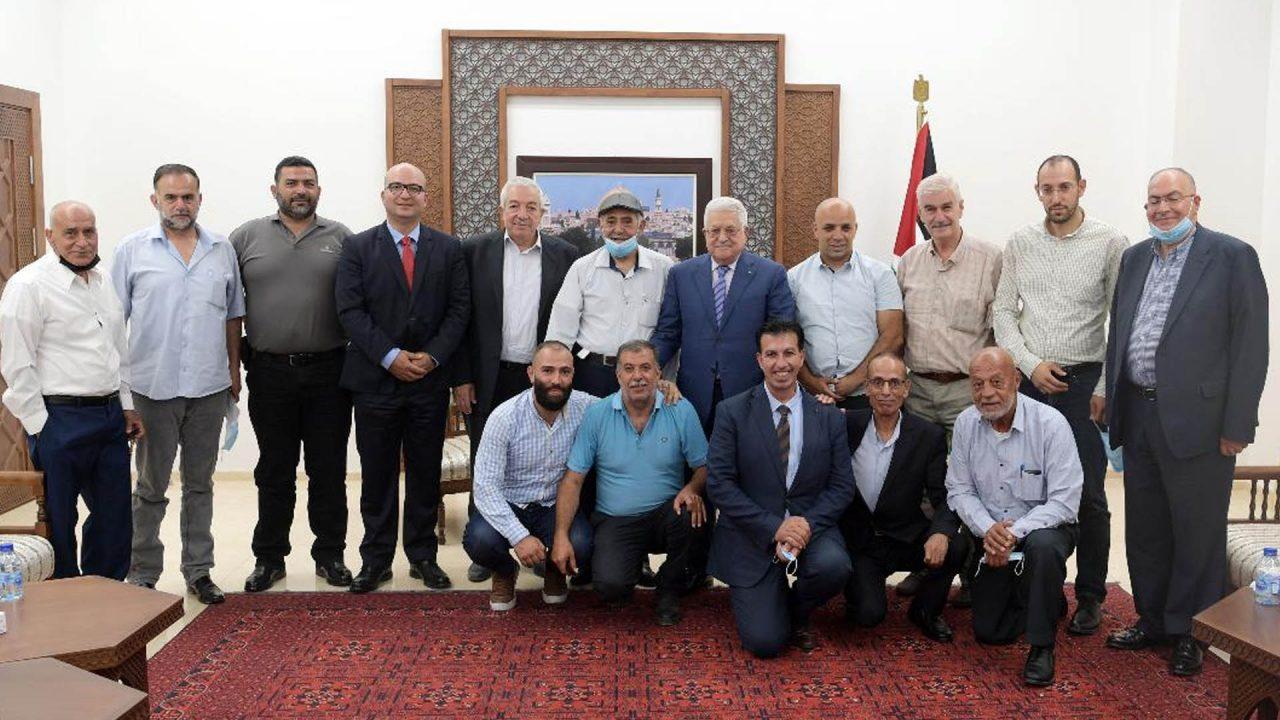 الرئيس خلال لقائه وفدا من أهالي القدس (عدسة: ثائر غنايم)