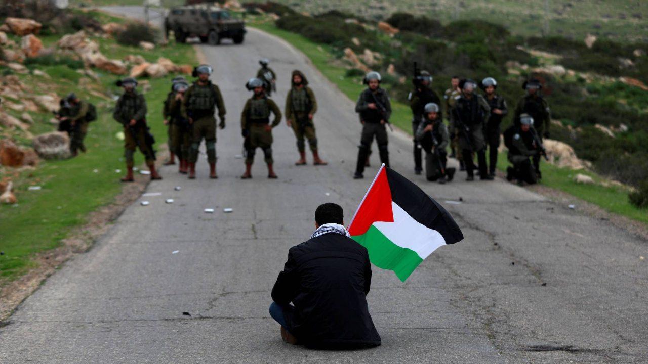 مسيرة سلمية - علم فلسطين