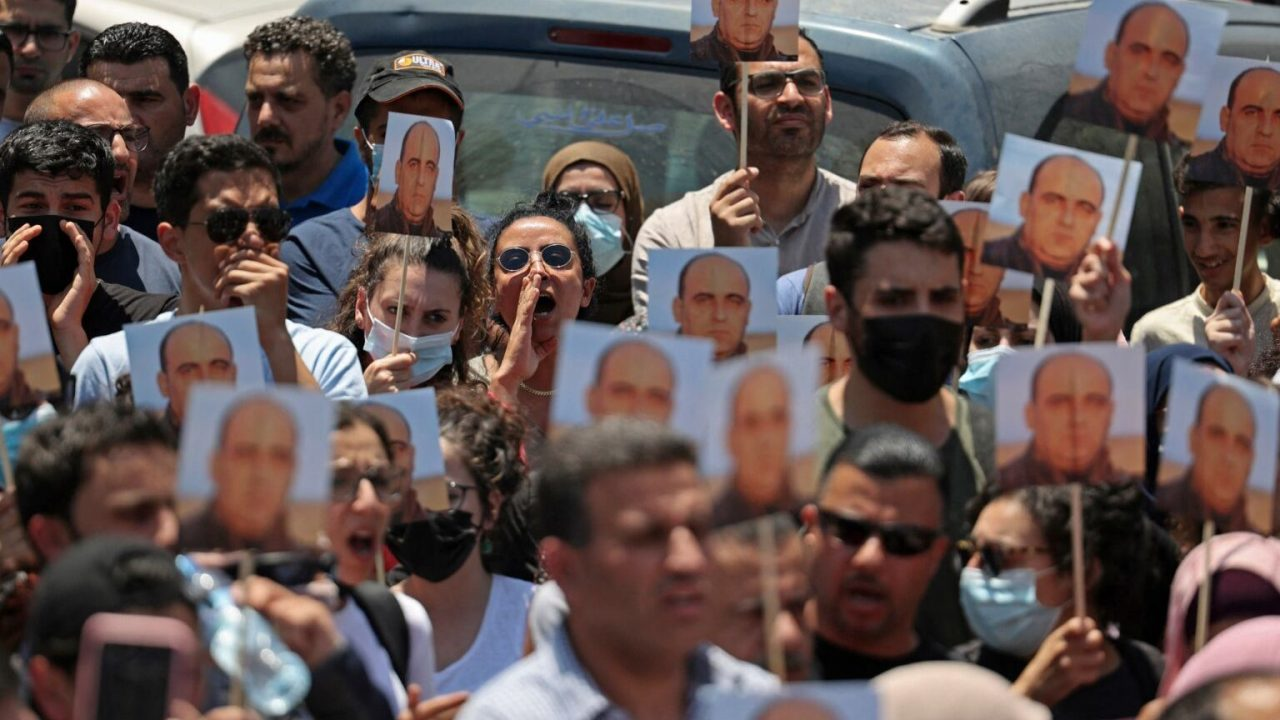 من وقفة ضد اغتيال الناشط بنات في رام الله