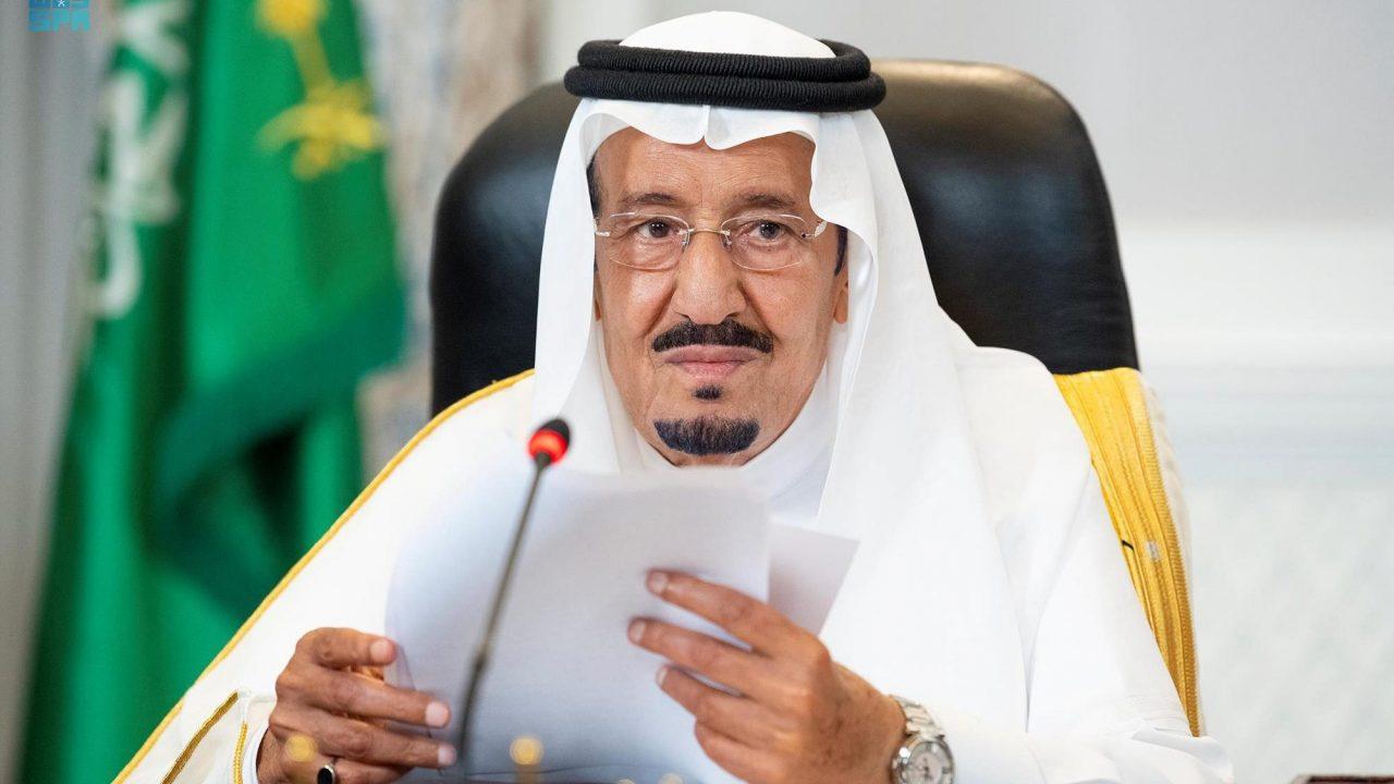 خادم الحرمين الشريفين الملك سلمان بن عبد العزيز آل سعود خلال إلقاء الكلمة عبر الاتصال المرئي